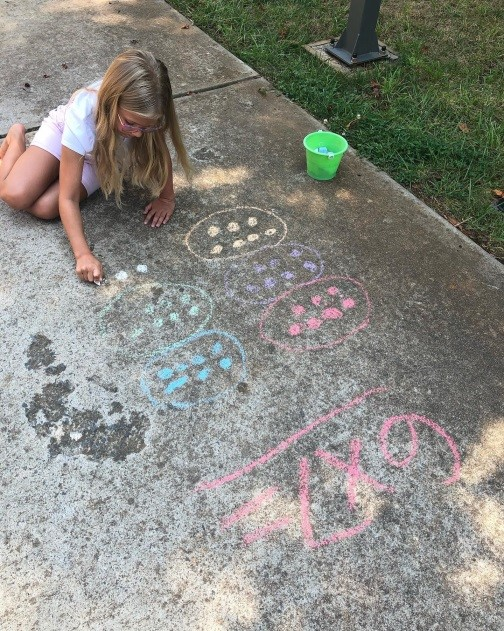 Outside kids doing math with chalk